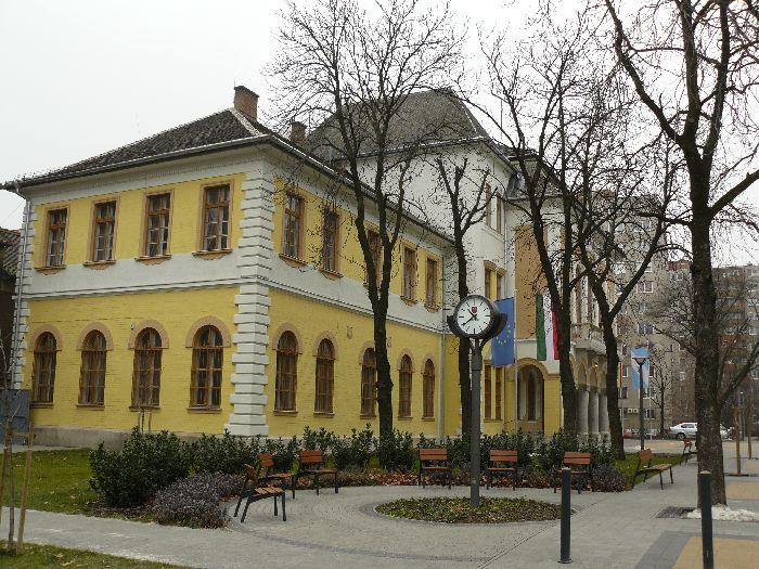 varoshaza-osz-tavasz