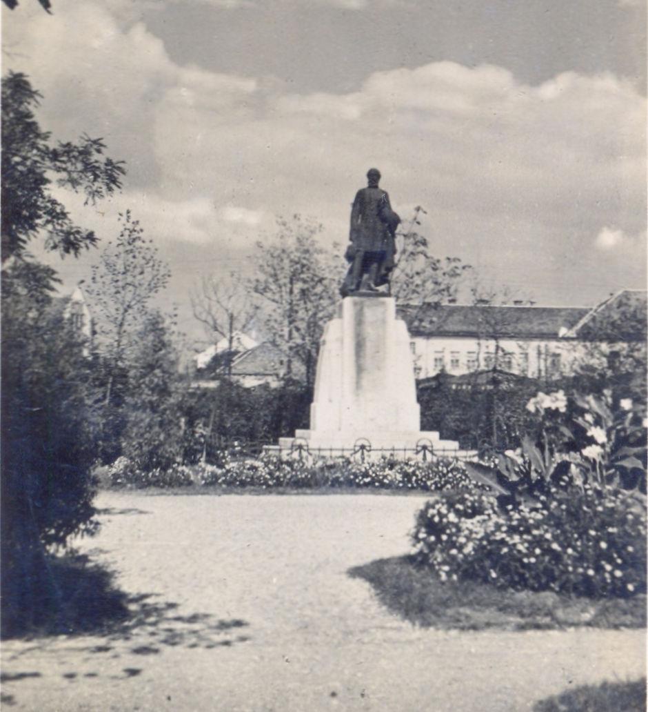 marc15kossuth-szobor