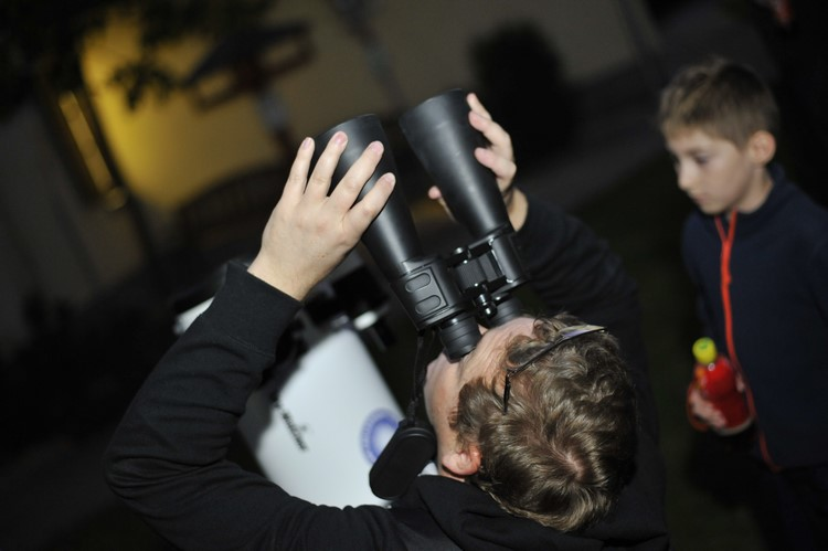 Barangolás egy földi tudományos játszótéren és az űrben